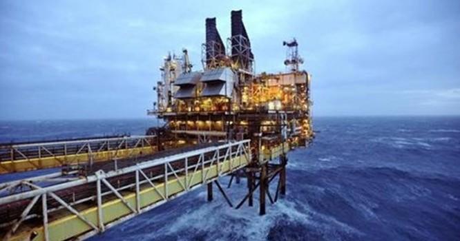 Giá dầu thế giới đã phục hồi 12% kể từ cuối tháng 1/2015. Ảnh: Reuters.