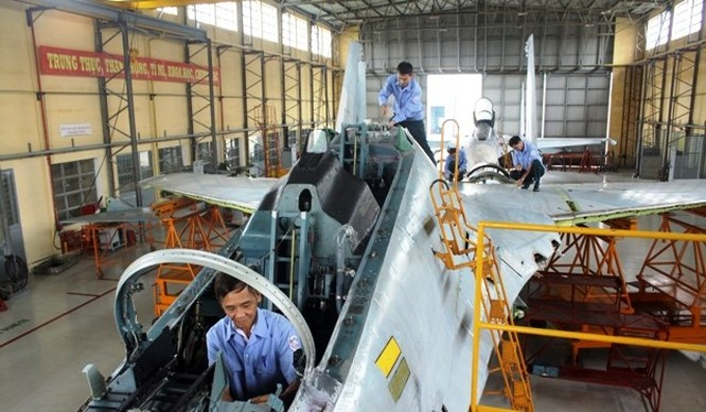Thăm A32 - nhà máy sửa chữa, bảo dưỡng máy bay tiêm kích của VN