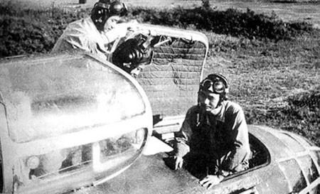 Phi công Việt Nam trên máy bay ném bom chiến thuật Il-28. Nguồn: tư liệu Bảo tàng Phòng không - Không quân.