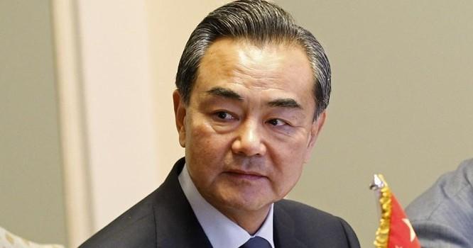 Ngoại trưởng Vương Nghị bao biện cho việc Trung Quốc bồi đắp các đảo đá ở Biển Đông - REUTERS