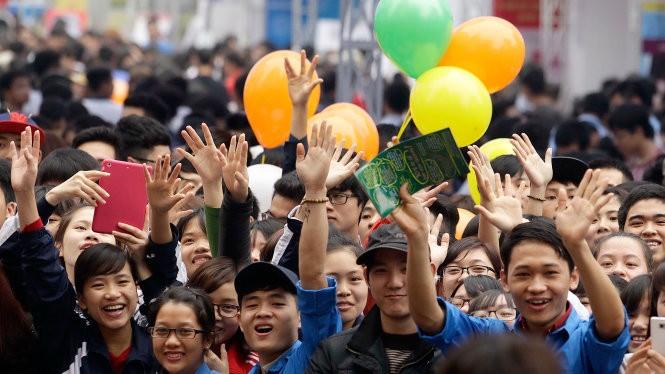 Hàng ngàn bạn trẻ đến tham dự Ngày hội tư vấn tuyển sinh - hướng nghiệp năm 2015 tại Hà Nội (15-3) - Ảnh: Nguyễn Khánh