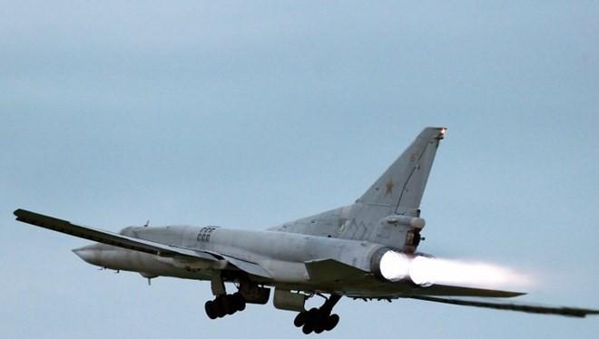 áy bay mang tên lửa chiến lược Tu-22M3. (Nguồn: TASS)