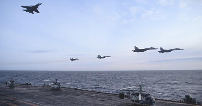 """Máy bay Hạm đội Biển Bắc Nga """"săn ngầm"""""""