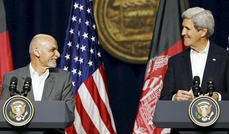 Tổng thống Afghanistan Ashraf Ghani và Ngoại trưởng Mỹ John Kerry trong cuộc họp tại Camp David, bang Maryland. Ảnh: Washingtonpost.