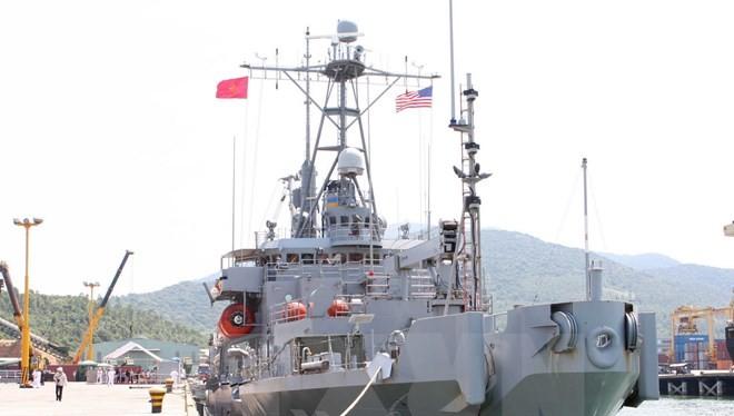 Tàu USNS Salvor (T – ARS 52) của Hải quân Hoa Kỳ cập cảng Tiên Sa (Đà Nẵng) tháng 4/2013. Ảnh minh họa. (Ảnh: Trần Lê Lâm/TTXVN)