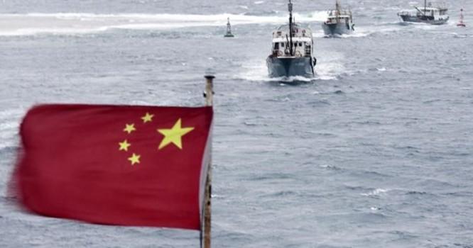 Đoàn tàu đánh cá của Trung Quốc ở Biển Đông.
