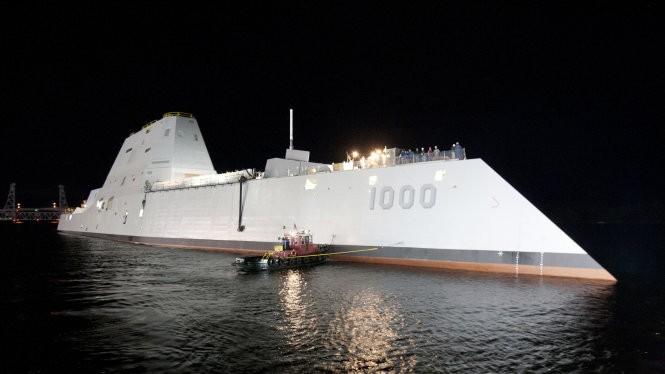 Tàu khu trục tàng hình lớp Zumwalt siêu hiện đại của hải quân Mỹ - Ảnh: Navy.mil