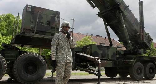 Một khẩu đội tên lửa phòng thủ Patriot được Mỹ triển khai tại Ba Lan. Ảnh: AP