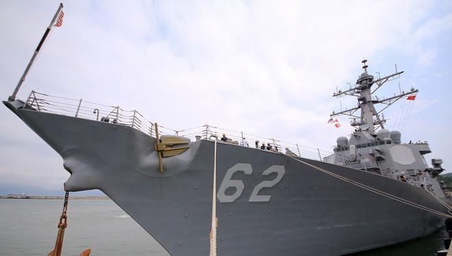 Hai tàu khu trục của Mỹ cập cảng Đà Nẵng