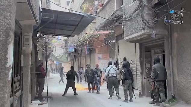 Phiến quân IS ồ ạt xông vào tấn công trại tị nạn Yarmouk.