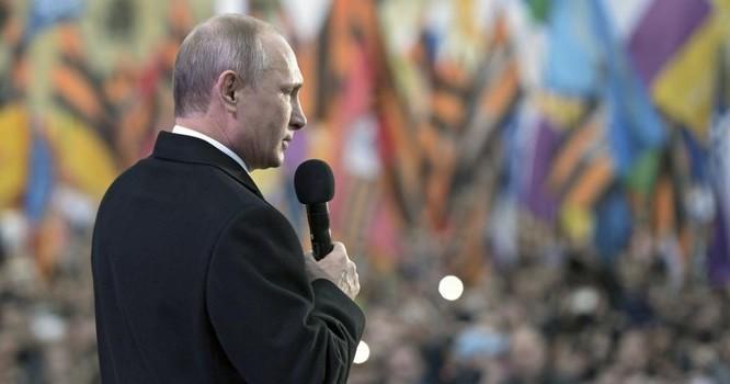 Tổng thống Nga Vladimir Putin phát biểu tại buổi hòa nhạc đánh dấu một năm sáp nhập Crimea. Ảnh tại Moscow ngày 18/03/ 2015-REUTERS/Alexei Nikolsky