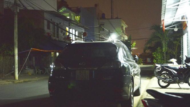 Ôtô của ông Trần Thái Hòa tại trụ sở công an phường Tân Phong, Q.7 - Ảnh: Đức Thanh