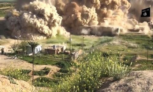 IS dùng thuốc nổ san phẳng thành cổ Nimrud.