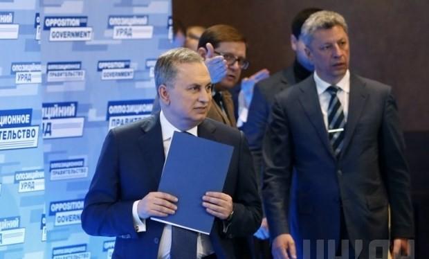 Ông Boris Kolesnikov (người đi đầu) trở thành Thủ tướng của chính phủ bóng tối ở Ukraine.