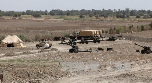 Xe quân sự quân đội Iraq đóng tại làng al-Karma, gần thành phố Fallujah, phía tây Baghdad ngày 14/4. Ảnh: AFP/TTXVN