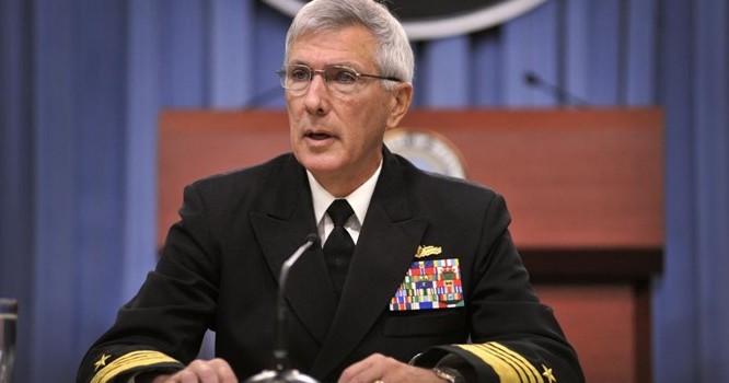 Đô đốc Samuel J. Locklear, Tư lệnh lực lượng Mỹ ở vùng Thái Bình Dương, họp báo về an ninh Châu Á tại Bộ Quốc phòng Hoa Kỳ, tháng 6/2012 - Ảnh Bộ Quốc phòng Mỹ