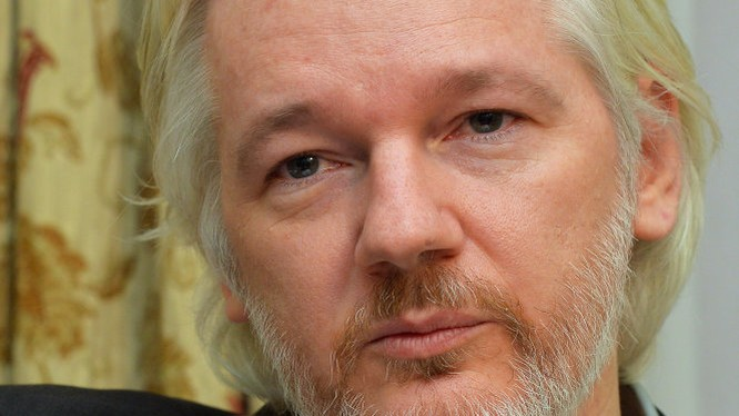 ổng biên tập kiêm nhà sáng lập trang WikiLeaks, ông Julian Assange - Ảnh: Reuters