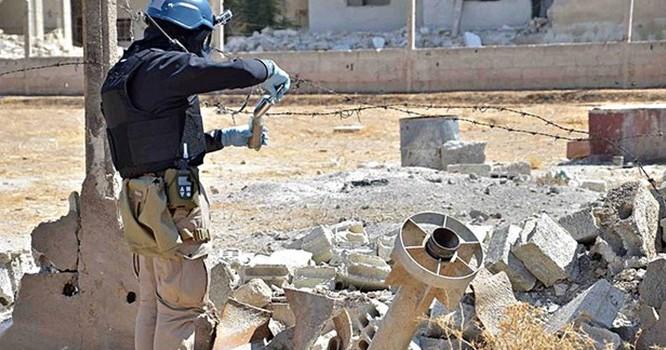 Các nhà điều tra của Liên Hiệp Quốc khẳng định khí độc chlorine đã được sử dụng như một loại vũ khí ở Syria. Ảnh Local Committee of Arbeen/Handout/EPA