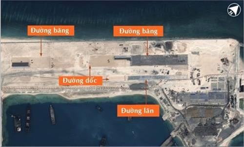 Hình ảnh mới nhất hôm 23/3 cho thấy Trung Quốc đang xây đường băng trên Đá Chữ Thập. Ảnh: Airbus