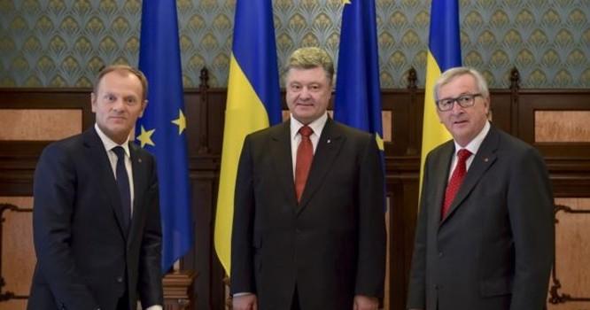 ừ trái: Chủ tịch Hội đồng Âu châu Donald Tusk, Tổng thống Ukraine Petro Poroshenko và Chủ tịch Uỷ ban Âu Châu Jean-Claude Juncker trong cuộc hội đàm ở Kiev, Ukraine, 27/4/15.