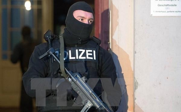 Cảnh sát Đức tham gia chiến dịch truy quét ngày 16/1 tại Berlin. (Nguồn: AFP/TTXVN)