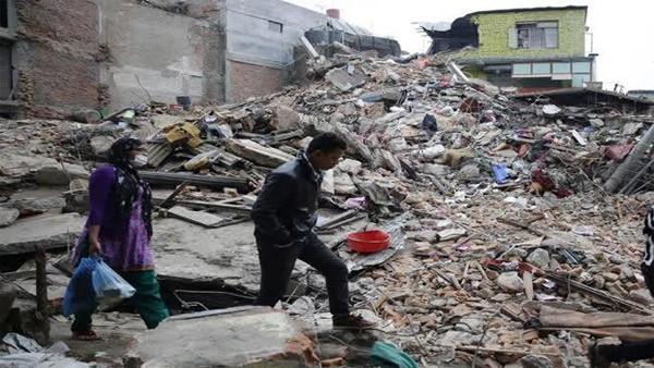 Trận động đất ngày 25/4 san phẳng hàng trăm nghìn ngôi nhà ở Nepal. (Ảnh: The Australian)