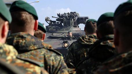 """NATO lại """"bày binh bố trận"""" uy hiếp Nga"""