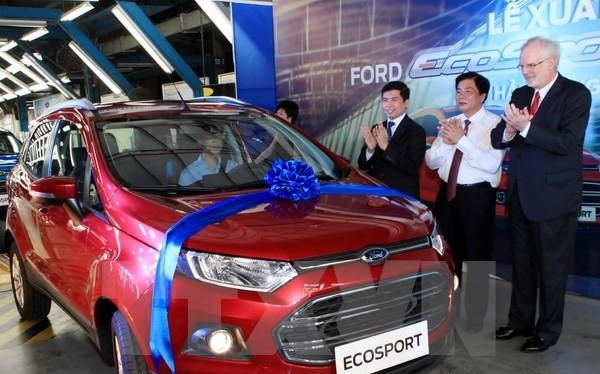 Đại sứ Mỹ tại Việt Nam David Shear và lãnh đạo một số bộ, ngành tại lễ ra mắt xe Ford EcoSport ngày 27/6/2014. (Ảnh: Trần Việt/TTXVN)