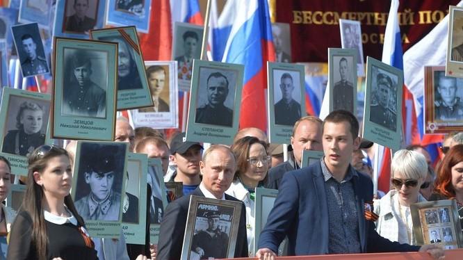 """Cuộc tuần hành """"Trung đoàn Bất tử"""" ở Moscow"""