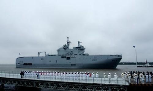 Tàu đổ bộ tấn công Dixmude hôm 9/5 cập quân cảng Wusong ở Thượng Hải. Ảnh: Xinhua