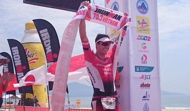 Vận động viên James Cunnama đến từ Nam Phi đã trở thành nhà vô địch của nhóm VĐV chuyên nghiệp.