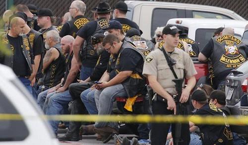 Đấu súng giữa các nhóm lái xe phân khối lớn ở Mỹ, 9 người chết