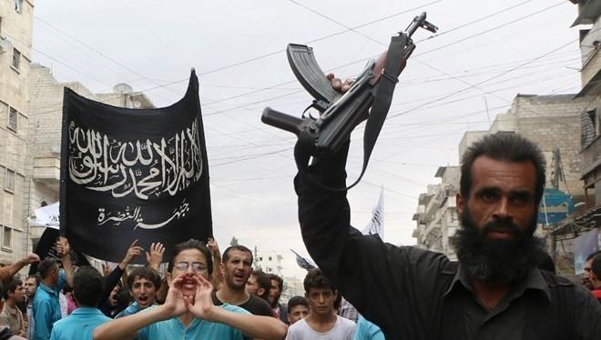 Một tay súng thuộc Mặt trận Al-Nusra ở Syria. (Nguồn: AFP)