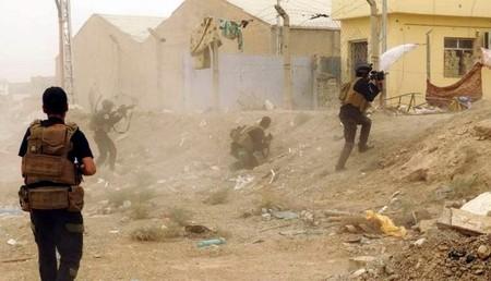Lực lượng an ninh Iraq chống đỡ không nổi trước các đợt tấn công của IS, dù nhận được hỗ trợ từ bom đạn liên quân