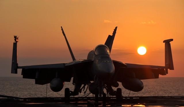 Tiêm kích F/A-18 Super Hornet.