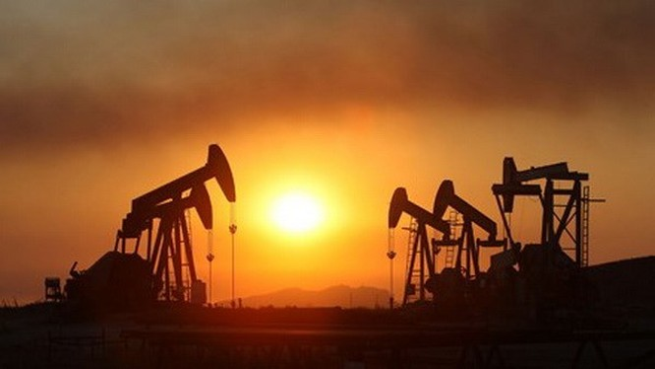 Giá dầu trên thị trường châu Á tăng trở lại từ mức giảm sâu