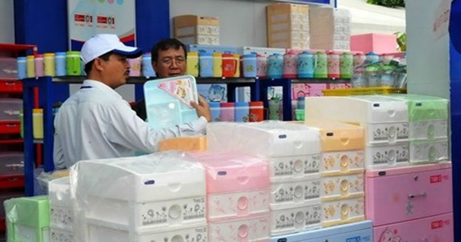 Nhiều sản phẩm gia dụng Việt chật vật giữ thị phần ngay trên sân nhà - Ảnh: D.Đ.M
