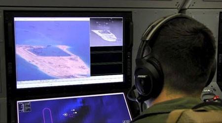 Máy bay do thám P-8A Poseidon của Mỹ ghi nhận hoạt động cải tạo đất trái phép của Trung Quốc ở biển Đông hôm 20-5. (Ảnh: US NAVY)