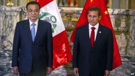 Tổng thống Peru Ollanta Humala (phải) và Thủ tướng Trung Quốc Lý Khắc Cường. Ảnh: AFP