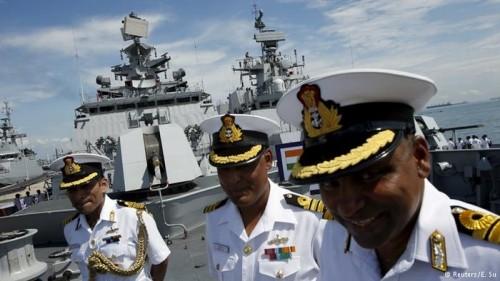 Hải quân Ấn Độ trên tàu INS Satpura tại triển lãm IMDEX ở Singapore. Ảnh: Reuters