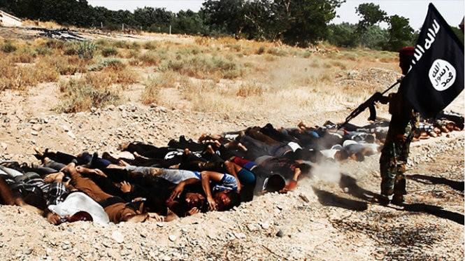 Tìm thấy hố chôn 470 nạn nhân bị IS hành quyết