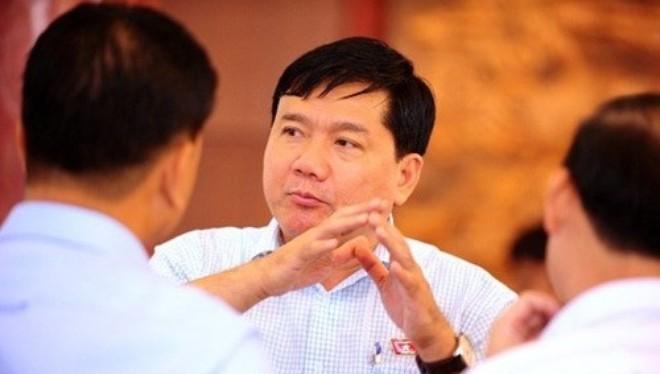 Bộ trưởng Bộ Giao thông Vận tải Đinh La Thăng (giữa) - Ảnh: Pháp luật Tp.HCM
