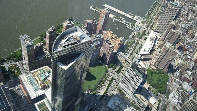 Hình ảnh bên ngoài tòa tháp cao nhất nước Mỹ (541m).