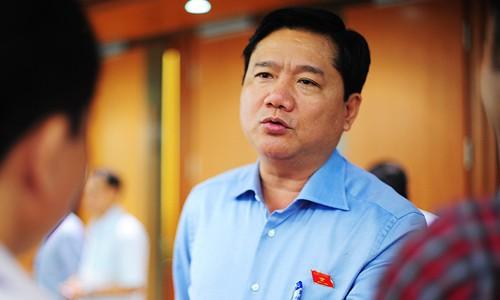Bộ trưởng Đinh La Thăng bên hành lang Quốc hội. Ảnh:Giang Huy