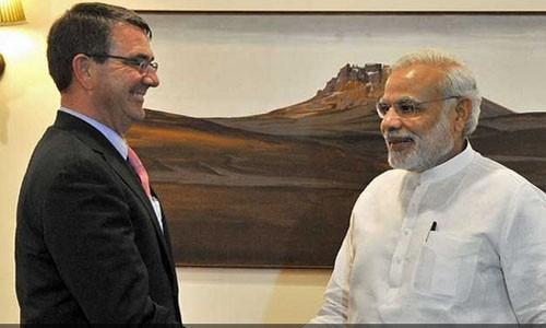 Bộ trưởng Quốc phòng Mỹ Ashton Carter gặp gỡ Thủ tướng Ấn Độ Modi và ký thỏa thuận hợp tác quốc phòng mới. Ảnh: AFP