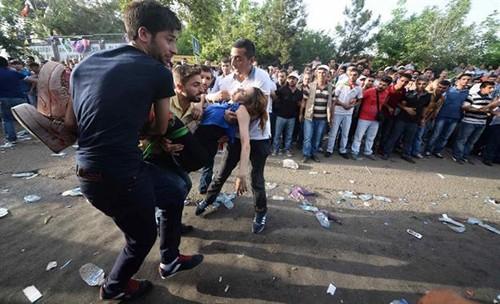 Vụ nổ bom làm nhiều dân thường bị thương. Ảnh: Reuters