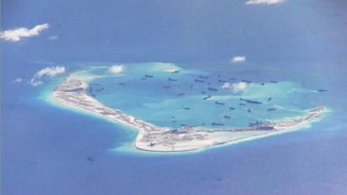 Hình ảnh một đảo nhân tạo do Trung Quốc xây dựng trái phép trên Biển Đông chụp từ máy bay tuần thám Mỹ