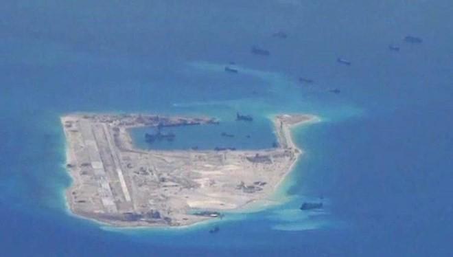 Hình ảnh máy bay do thám Mỹ chụp được hôm 21/5 cho thấy Trung Quốc vẫn đang tăng cường bồi đắp trái phép ở Biển Đông. (Nguồn: WSJ)