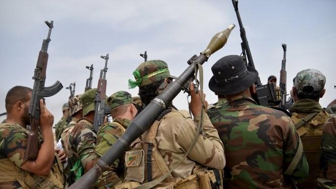 Binh sĩ Iraq tập trung ở ngoại ô Baiji - Ảnh: Reuters