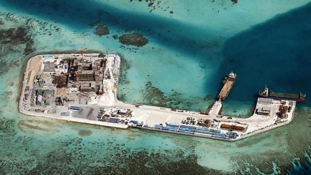 Đảo nhân tạo Trung Quốc xây trái phép trên biển Đông - Ảnh: CSIS